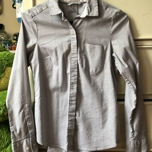 H&M gray polka dot button down shirt